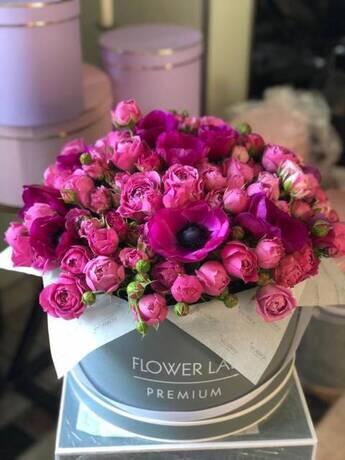 Букет «Пионовидная роза и анемоны»